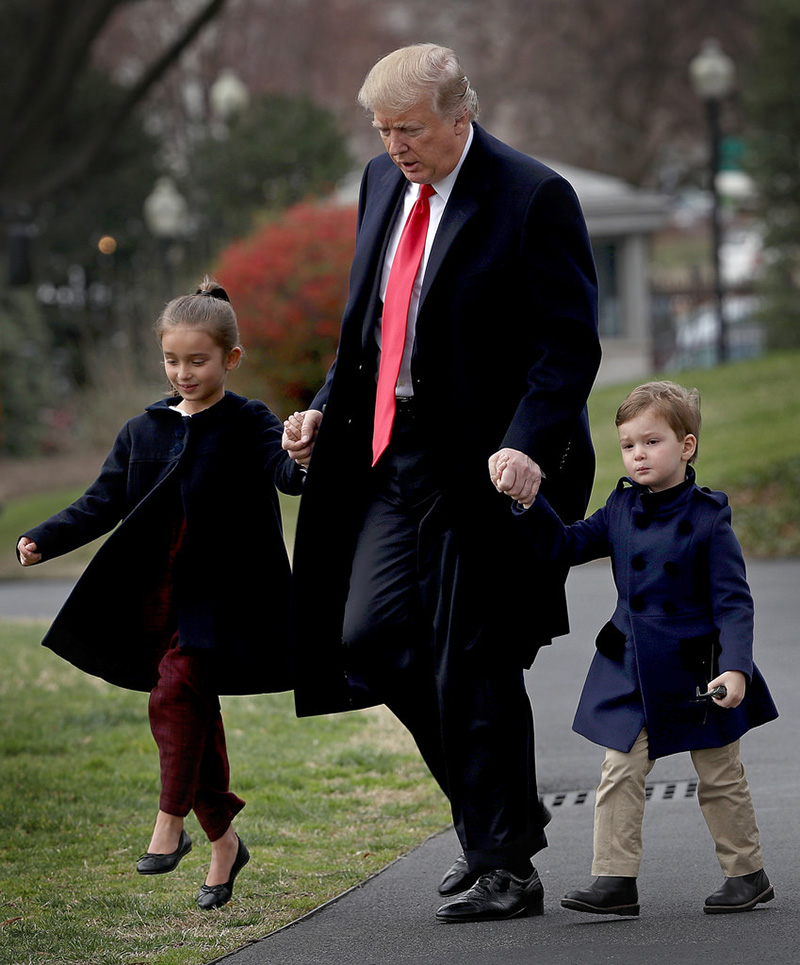 Trump-his-grandchildren.jpg - فرزندان ایوانکا ترامپ و پدربزرگشان دونالد ترامپ by mohsen dehbashi